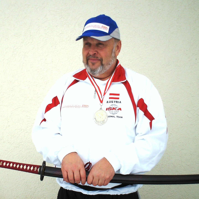 Johann Stöger ist Kickbox Doppelmeister