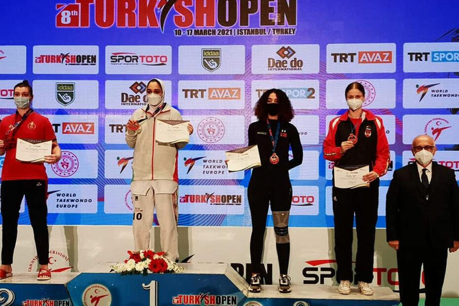 Marlene Jahl am Siegerpotest bei den Turkish Open 2021 in Istanbul.