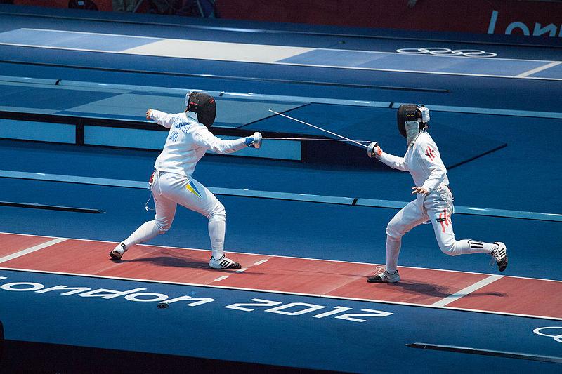 2012_Summer_Olympics_Fencing_(7996940379)-815d964e